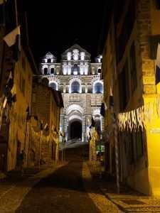 La majestueuse cathédrale du Puy en Velay et ses jeux de lumière