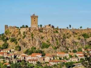 La tour de Polignac offre une vue à 360 degrés