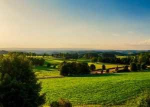 La vue sur la vallée de la jeune Loire depuis le Château de La Bruyère